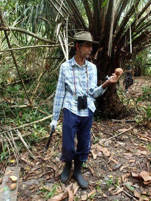 Our guide, Edgivan, teaching us about jungle fruits.