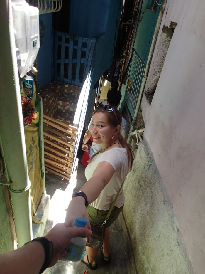 Come on, let's explore the winding alleys and hilltop views of the favela together.